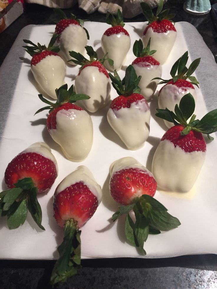 Frozen Party- Frozen hearts (strawberries and white chocolate)