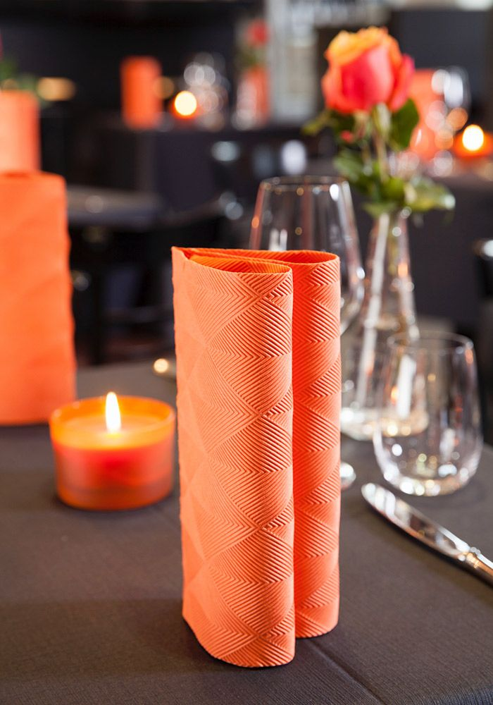 Duni Elegance® napkin in orange - for a more elegante halloween