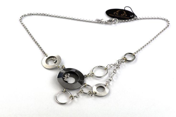 Shop on-line in www.eosbijoux.com collana in argento girocollo, elementi cerchio in argento, silver necklace, finitura rodio bianco rodio nero, collana pendente, pendant necklace, circle shaped, silver chain, zircon, fashion jewelry, medium necklace, elegant jewel, dainty necklace