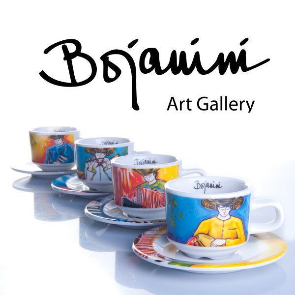 ¡Nuestro café bien servido! Atiende a tus visitas más queridas con este set de pocillos para café. Viene con cuatro pinturas representativas de la costa colombiana al mejor estilo de Bojanini.