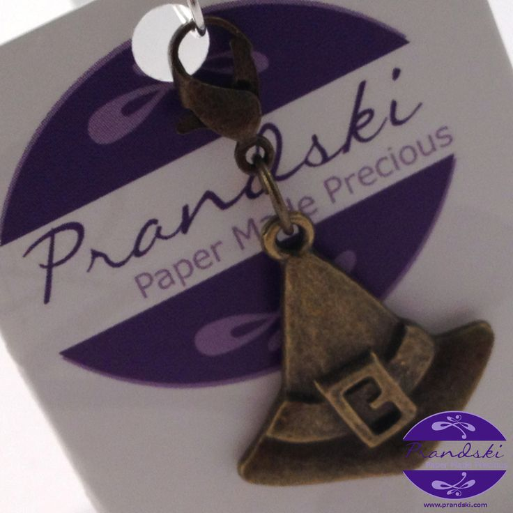 Antique bronze colouredclip-on charm for link chaincharm bracelets. Witch's hat (Harry Potter Sorting Hat?)with bronze toneclip on clasp.Can also be clipped to key rings, handbags, purses, etc...