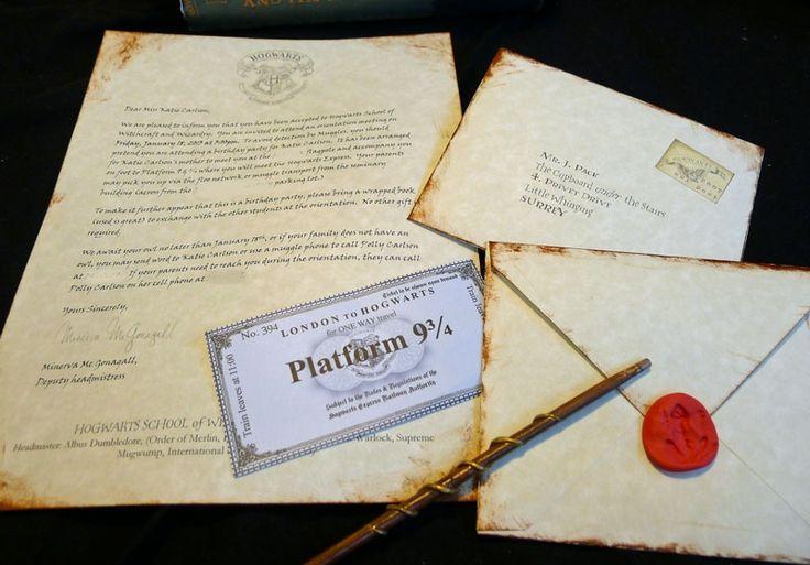 60 идей как украсить комнату на день рождения ребенка http://happymodern.ru/kak-ukrasit-komnatu-na-den-rozhdeniya-rebenka/ Специально состаренная бумага станет отличной основой для приглашения на день рождение в стиле Гарри Поттера