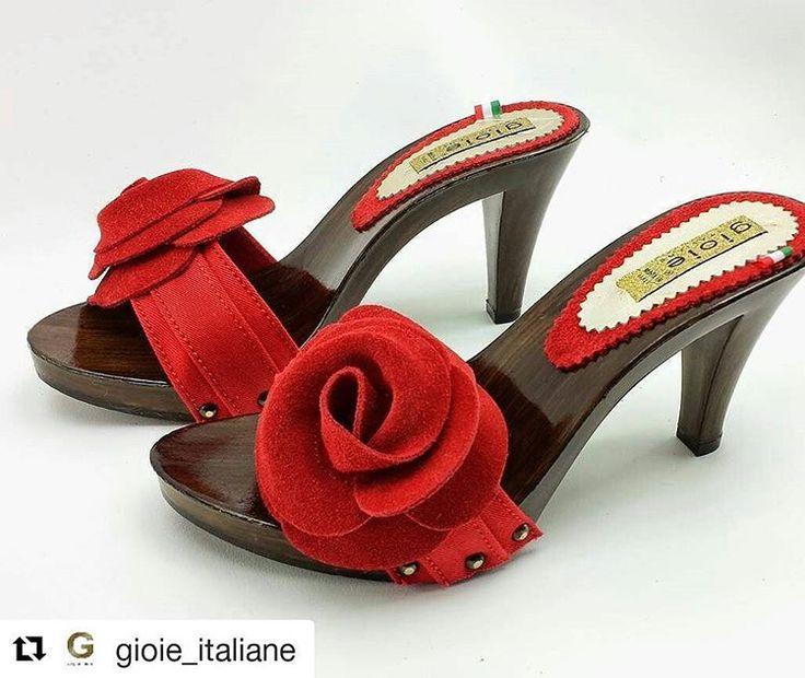 i #bellissimi #zoccoli in #legno di @gioie_italiane ...#spettacolari #tacchi a #spillo .. e con questo #freddo fanno #desiderare tanto il #caldo e l'#estate !!! #repost  #schoe  #clogs #italianstyle