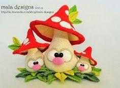 Екатеринбург.Вязаные игрушки-АМИГУРУМИ. СХЕМЫ.....(love, LOVE this cluster of mushroomies!)...