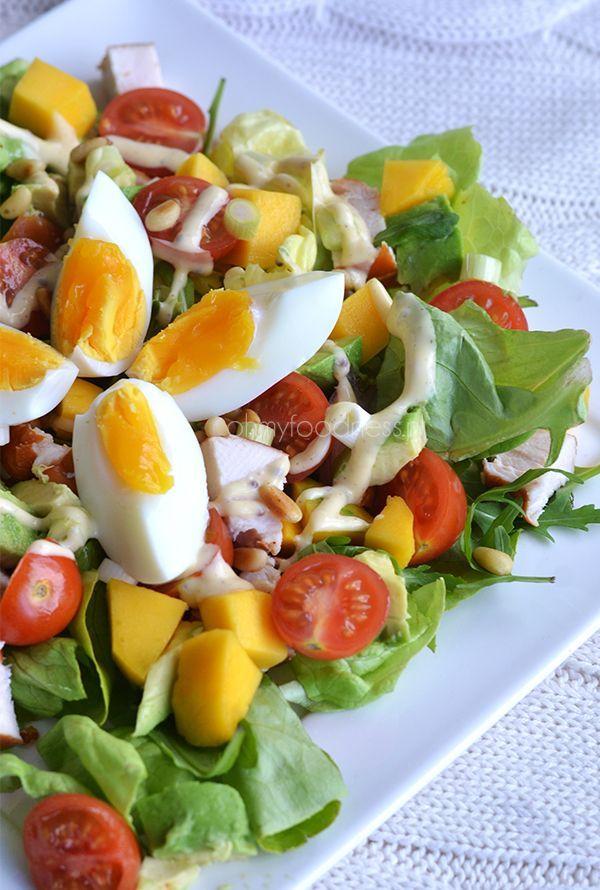 Salade met gerookte kip, avocado en mango