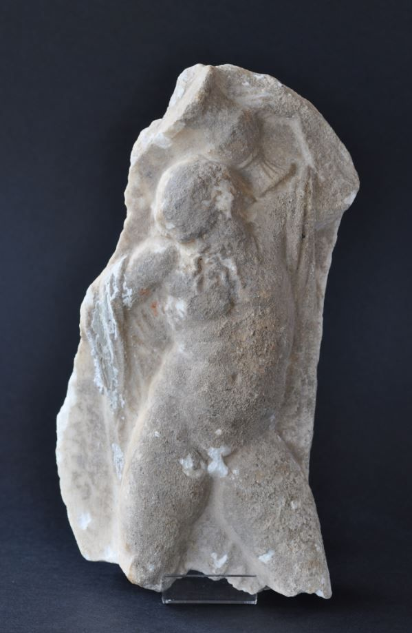 Roman satyr, roman marble satyr from marble krater fragment, 1st-2nd century A.D. Roman satyr, roman marble satyr carrying on his shoulder a vase, 28 cm high. Private collection