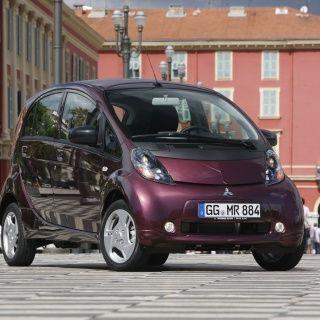 Mitsubishi i-MiEV Elektrische auto. Vergelijk deze Mitsubishi i-MiEV op yushift met andere hybride en elektrische auto's op actieradius / range, kosten, acceleratie en bijtelling. Wil je een proefrit of kosten berekening voor de Mitsubishi i-MiEV? Vraag deze op bij ons op yushift.