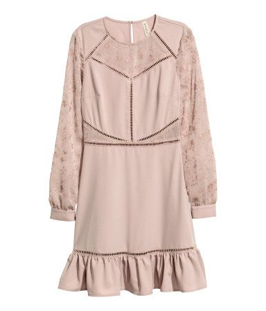 Vintage pink. Short dress in woven, crêped fabric with hemstitch embroidery and long sleeves and panels in airy, embroidered fabric. Opening at back of neck