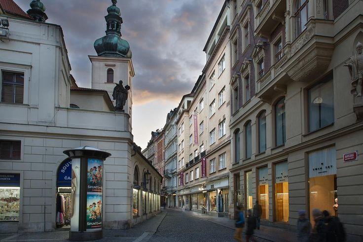 €127,50 El Hotel Leon D´Oro ocupa un edificio histórico recientemente renovado, situado en el centro de Praga entre la plaza de Wenceslao y la Plaza Vieja.