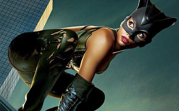 Inspiration, alle Accessoires und eine Schmink-Anleitung, damit du dein Catwoman Kostüm selber machen kannst.