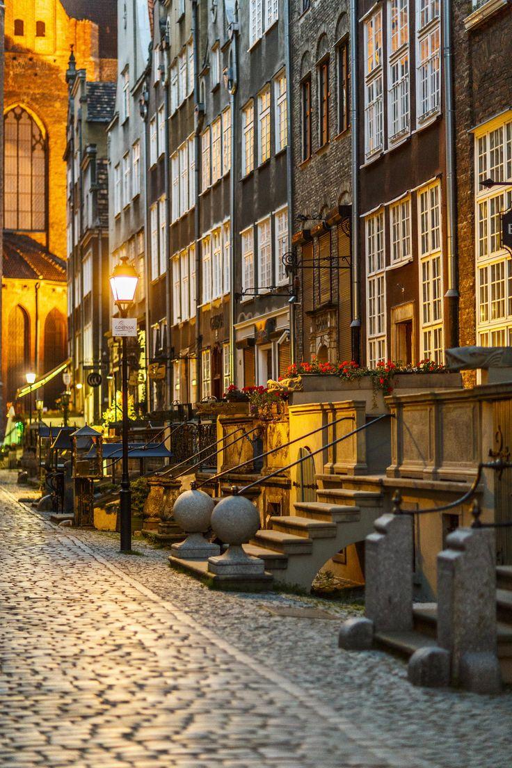 Mariacka Street in Gdansk | < 234° pl https://de.pinterest.com/amandagodowski/poland/