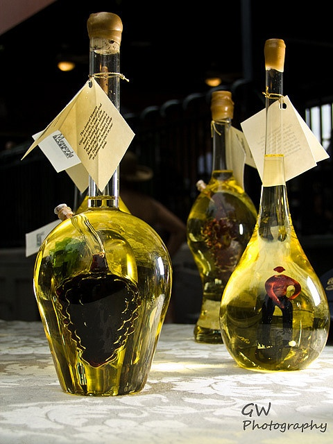 olive oil bottleWith this one, I liked this one as a good design because the bottle themselves actually resemble, more so, wine bottles than oil bottles. The small pictures in the middle only add to their appealing look.s