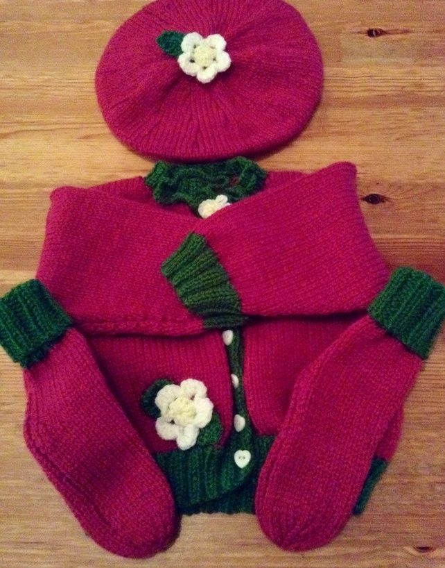 Pretty knitted baby raspberry set £20.00
