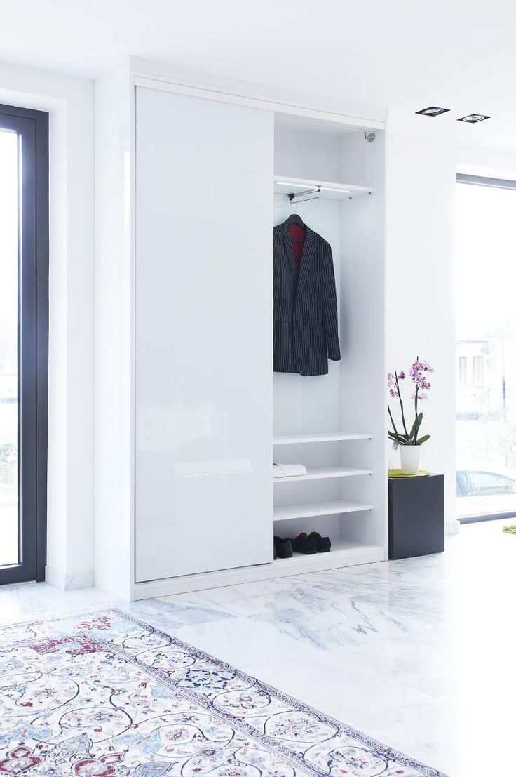 Valkoinen eteisen kaappi, lumivalkoiset Plate ovet