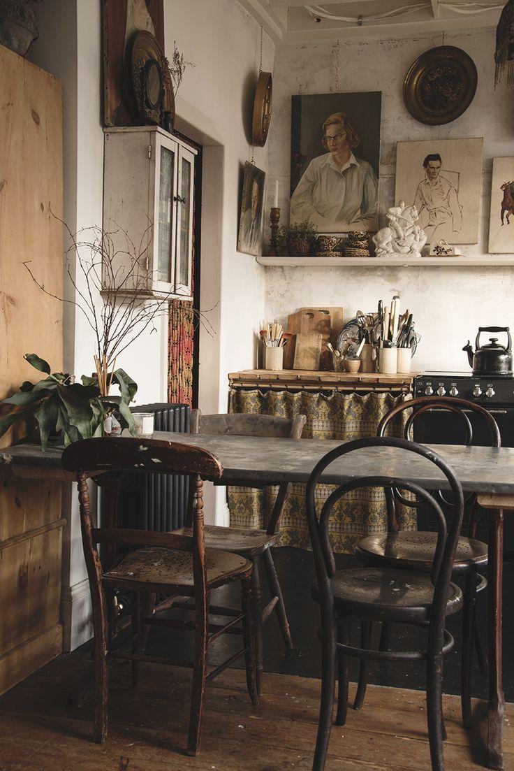 Diese Ecke unserer Küche ist einer meiner Favoriten. Ich liebe Bugholzstühle und