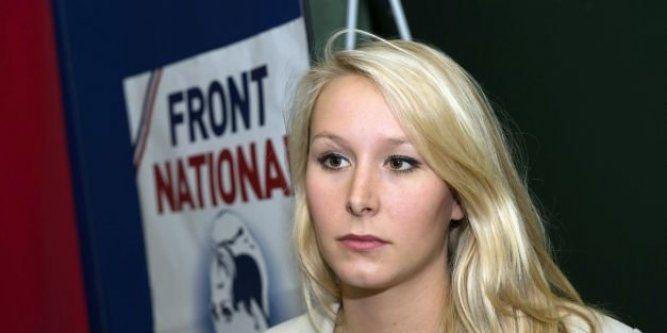"""27.10.14 / Injures contre Marion Maréchal-Le Pen : le tweet était-il politique ou personnel ? / L 'assistant parlementaire d'un sénateur PS, jugé à Paris pour avoir injurié sur Twitter la députée FN Marion Maréchal-Le Pen en la qualifiant à la fois de """"conne"""" et de """"salope"""" en octobre 2013, a expliqué vendredi 24 octobre s'être adressé """"à l'élue et non à la femme"""" / Attaqué pour injure publique envers une personne privée, Jean Bourdeau, alors assistant de Jean-Pierre Michel, ex-sénateur ..."""