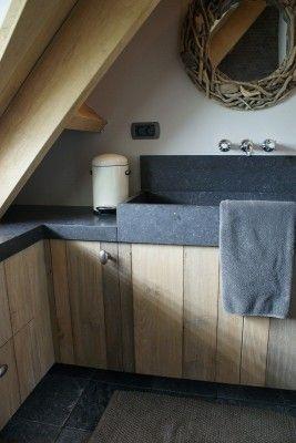 Stoere badkamer met hout - ArkelWonen
