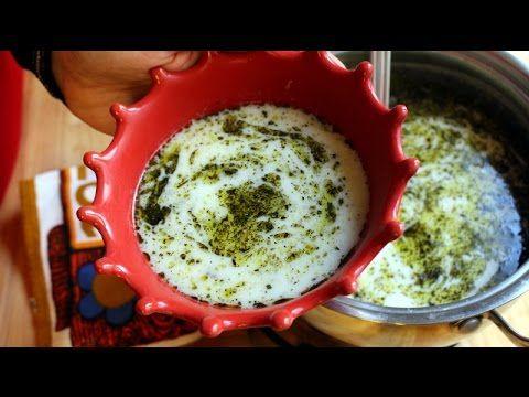 ✿ ❤ ♨ Yayla Çorbası Nasıl Yapılır? (sesli anlatım)  Yayla çorbası yapmak hiçte zor değil. Basit malzemelerle lezzet dolu bu çorbayı evinizden eksik etmeyin:) Malzemeler: Yarım su bardağı kırıklı veya normal pirinç, yaklaşık 3 su bardağı su, 1 yumurta 1 su bardağı kadar tatlı katıca yoğurt, 1 yemek kaşığı tepeleme un, yeterince sıcak kaynamış su, 1 tatlı kaşığı veya damak tadınıza göre tuz, üzerine: 1 yemek kaşığı tereyağı,  1 silme yemek kaşığı kuru nane,