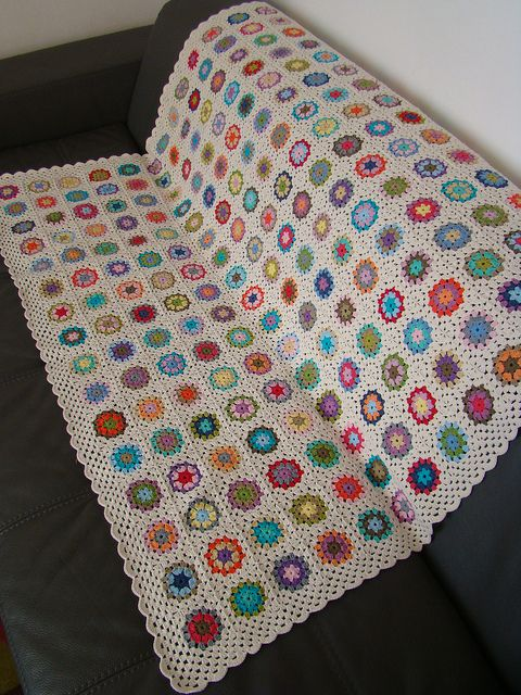 Another for my ever expanding Future Projects collection :)    Granny All Square by Lady Colori, via Flickr