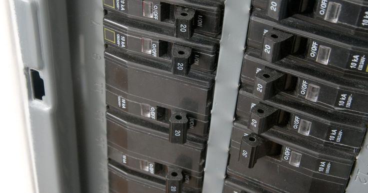 Como conectar um fio de alumínio a um disjuntor. Nas décadas de 1950 a 1970, fios de alumínio eram usados como componentes elétricos padrões para circuitos domésticos devido ao alto preço do cobre. No entanto, esse tipo de fio oxidava de uma maneira que causava curtos e aumento da resistência, levando a incêndios. Apesar dos fios de alumínio ainda serem considerados seguros, é importante adotar ...