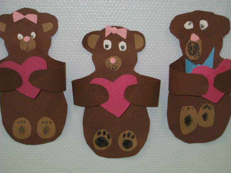 Kuvis ja askartelu - www.opeope.fi. Teimme ekojen kanssa ystävänpäiväksi nallet. Malli sopii mielestäni hyvin myös äitienpäiväkortiksi. Lopputuloksena persoonalliset karhut, vaikka kaavaa käytettiinkin :).