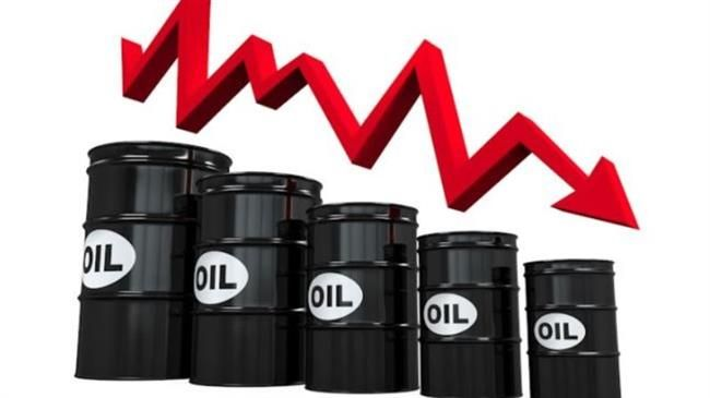 Oil dips on stronger dollar, rise in U.S. crude inventories
