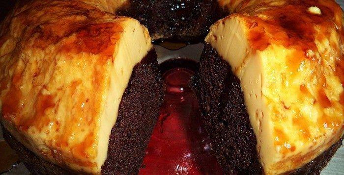 Υπέροχο ζουμερό κέικ κάτω και φανταστική βελούδινη κρέμ-καραμελέ