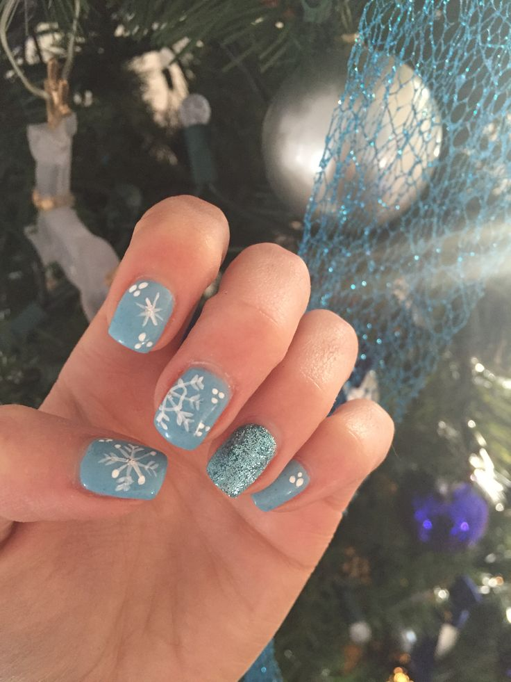 #nails #art #nailart #nailposlish #acrylic #blue #paleblue #pale #snowflake #snow #winter #white