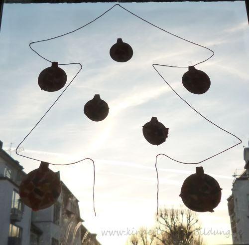 Alter: ab 1,5 Jahren Besonders gefördert: Feinmotorik Hier seht ihr unsere Weihnachtsdeko fürs Fenster, die auch für kleine Kinder gan...