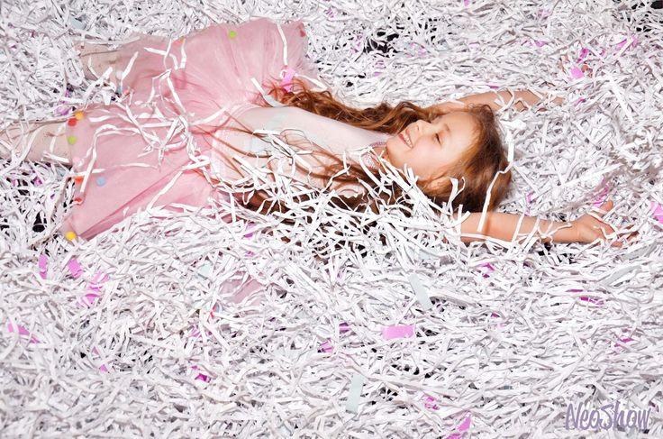 Заказать бумажное шоу в Киеве, низкая цена на Бумажное шоу и отличное качество нашего бумажного шоу для детей стоимостью от 1500грн. Бумажная дискотека (066) 478-2-777