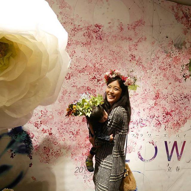 【makotoniaoi_tori】さんのInstagramをピンしています。 《🌸 昼寝とゆうか遅寝し過ぎて今寝られへんくなるやつ👈 東京でお花見してきましたよっと🗼 入場料¥1400はちょっと取りすぎかな~思たけど思てたより楽しめたからよしとする🙆💮 まこちゃん暴れまわって写真撮るの大変やたー💔💦 . #flower#flowersbynaked#mitsukoshimae#giantflower#spring#coredo室町#三越前#フラワーズバイネイキッド#コレド室町#立春#花見#花冠#1歳2ヶ月#生後14ヶ月#花#桜#ジャイアントフラワー #男の子ママ#暴れん坊#笑顔で抱いてるけど腕バキバキ》