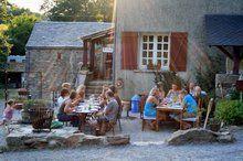 Frankrijk- Tarn- Camping en gites in mooie bosrijke omgeving- Lekker aanschuiven bij de table d'hote voor ouders en kinderen- Domaine Lacanal Frankrijk. Met zwembad.
