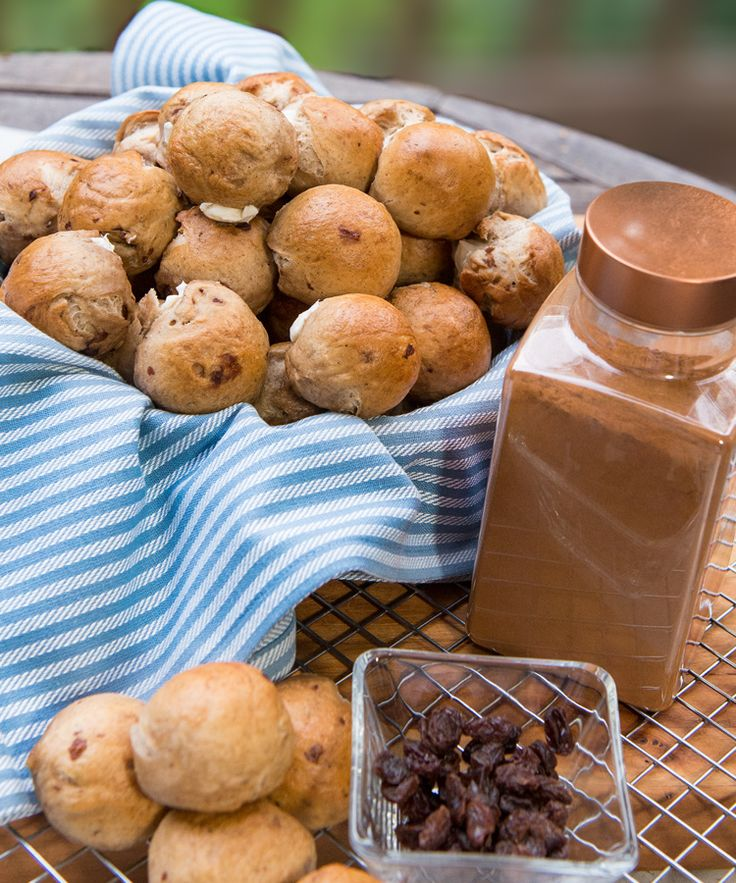 Bagel Bombs are the perfect combination of bagel and cream cheese in one beautiful bite. These cinnamon raisin bagel bites are truly one of a kind.