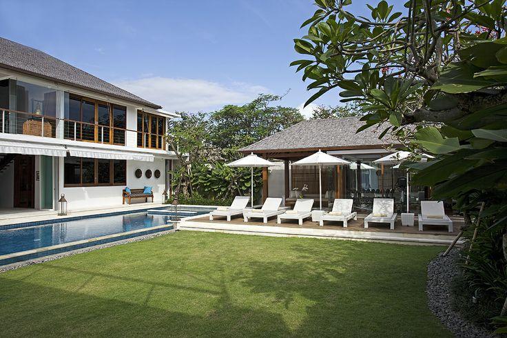 Lawn Setting - Villa cendrawasih Bali http://prestigebalivillas.com/bali_villas/villa_cendrawasih/50/service_facility/