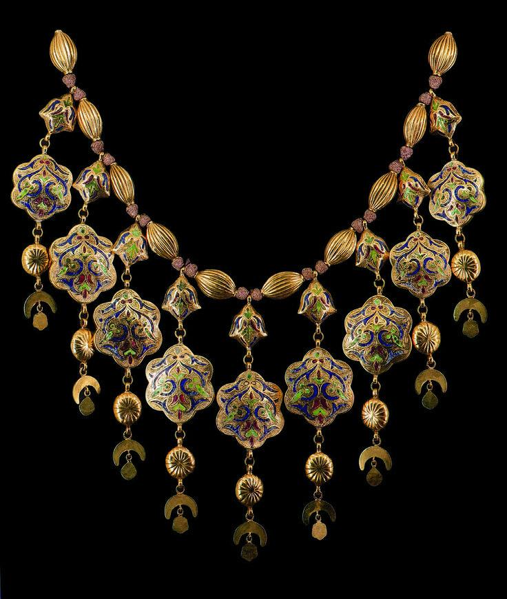 Morocco | Wedding necklace ~ Labbah; Gold, enamel, precious stones | ca. 18th century, Fez || 100,000€ ~ sold Aug 2010.