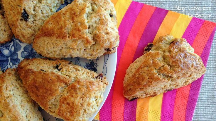 Twittear      Los scones son unos bollos ingleses que normalmente se toman en la hora del té con mantequilla o mermelada...