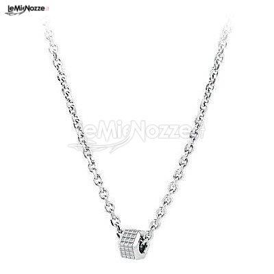 http://www.lemienozze.it/gallerie/foto-fedi-nuziali/img38328.html Gioielli per il matrimonio raffinati: collana da donna in acciaio