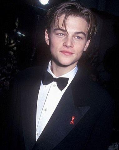 Leonardo DiCaprio na cerimônia do Oscar de 1994 ano de sua primeira nomeação. Estamos na torcida por ele! by fotocracia