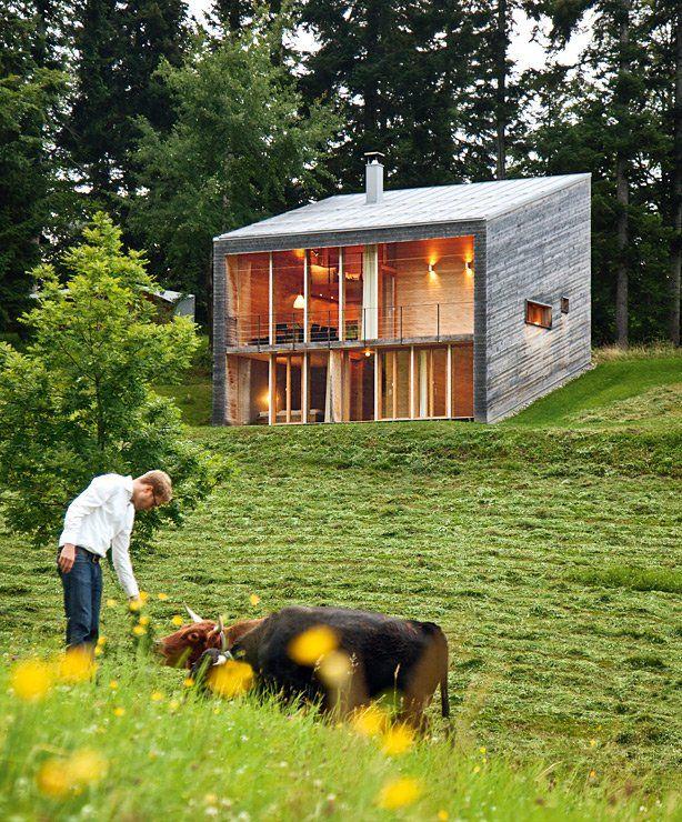 Holzhaus bungalow modern  Modernes Ferienhaus aus Holz: Holzhaus am Hang | Gabriel, Bosch ...