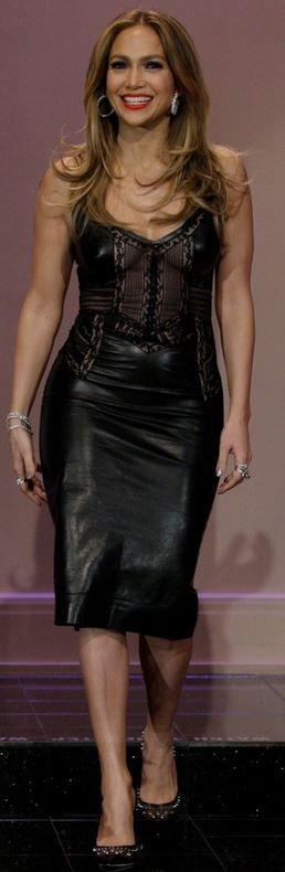 Who made  Jennifer Lopez's black leather dress and pumps that she wore on January 13, 2013?