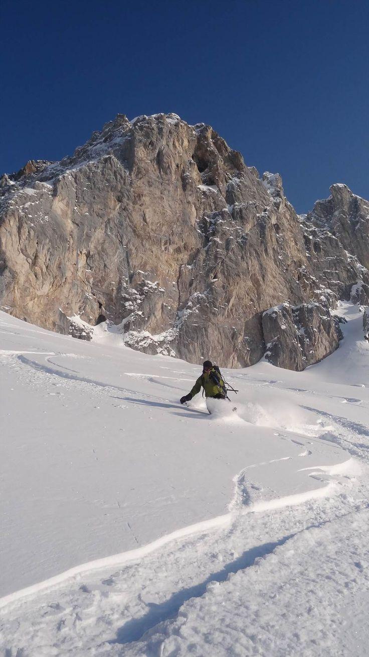 #Schnupperkurs #Bündnerland im schneesicheren St. Antönien. Kursziel: Du kannst Dir bezüglich Material, erforderlicher Kondition und Technik ein genaues Bild machen. Du verbesserst Deine #Skitechnik, wirst vom #Skitouren-Virus gepackt und bist nach diesem Kurs in der Lage, an technisch leichten von einem #Bergführer geleiteten Touren teilzunehmen.