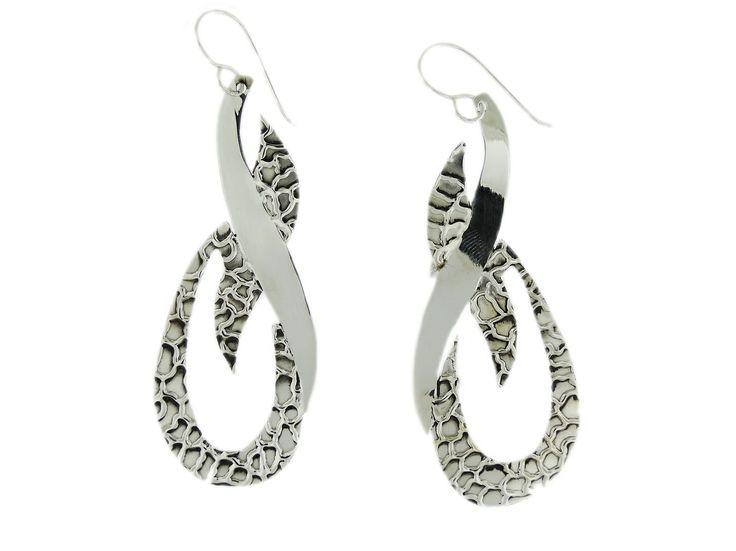 Arete de plata de nuestra línea fashion, muy largos y con diseños únicos, no te parece?