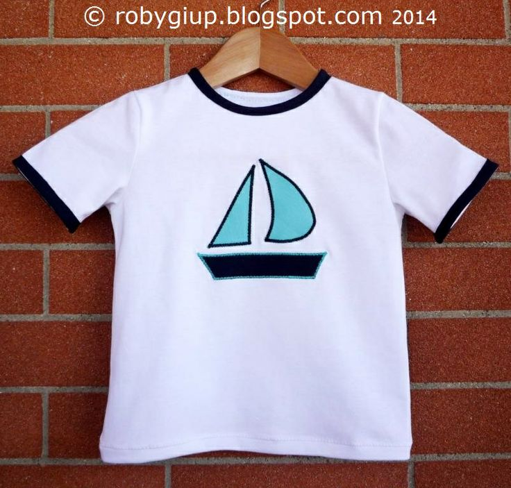 Maglietta da bimbo con applicazione a barca stilizzata - Baby shirt with stylized boat applied - RobyGiup handmade #sewing #boy #clothing #shirt