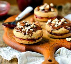 Ореховое печенье с глазурью и джемом