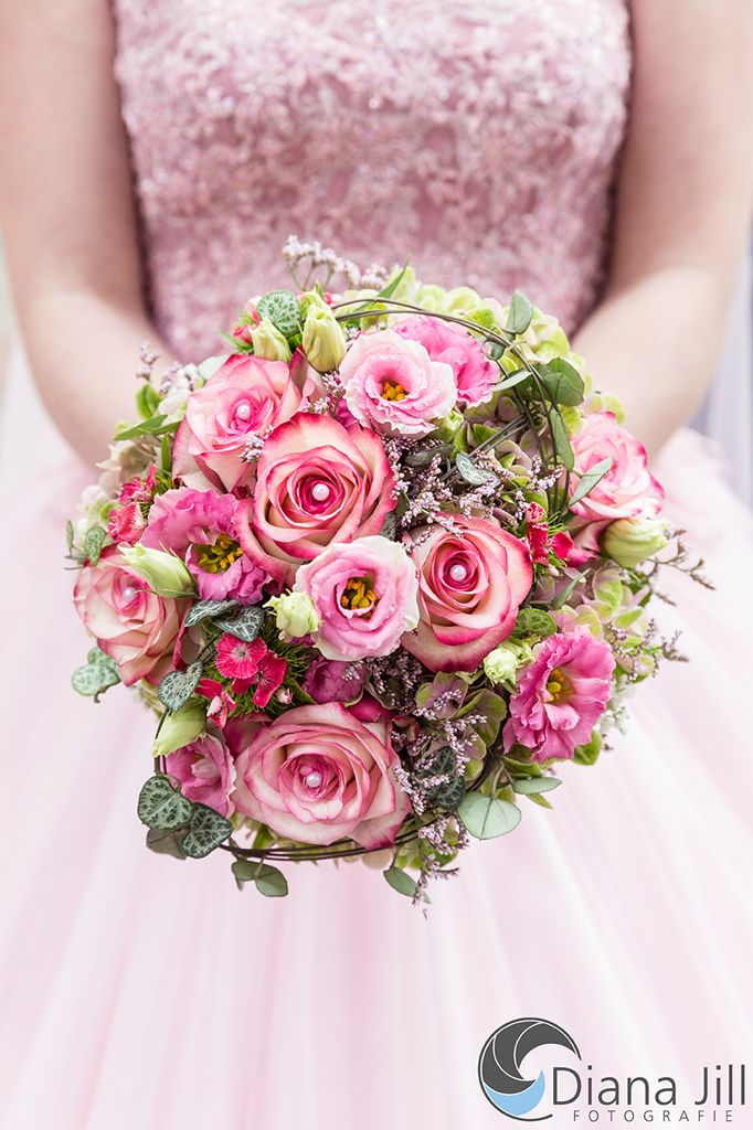 *September-Braut* Rosen | Lisianthus | Strandflieder | Bartnelken | Hortensien | Efeu
