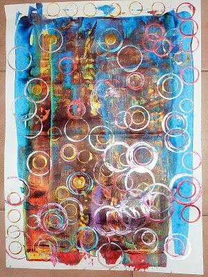 Richter et empreintes de ronds en petite section Le fond est réalisé avec de la peinture déposée en haut de la feuille et étirée vers le bas à l'aide d'une règle