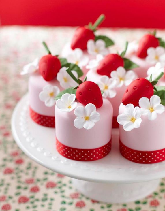 Mini Pink Cakes with Strawberries