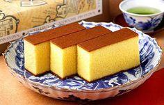 Receta de Bizcocho Castella - Kasutera Receta: http://www.recetasjaponesas.com/2010/11/kasutera-bizcocho-castella.html Ingredientes en http://www.orientalmarket.es/recetas-japonesas/