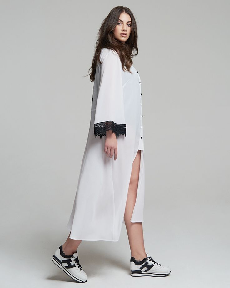 Υποδεχόμαστε την άνοιξη με υπέροχες ασπρόμαυρες αντιθέσεις της πουκαμίσας και συνθέτουμε σύνολα απίστευτης ομορφιάς με την πανάλαφρη γραμμή της να δημιουργεί