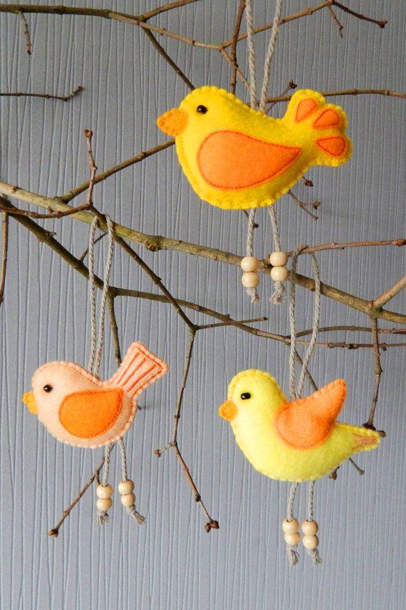 Vogel ornamenten. Geborduurd vilt kerst ornament instellen. De set bestaat uit 3 vogel ornamenten. Sieraad die beide zijden zijn geborduurd. Het decor zal er fantastisch uitzien als kerstboom decoraties, evenals kamer, Vakantiewoningen tabel en deur decoraties. Kinderen jonger dan 3